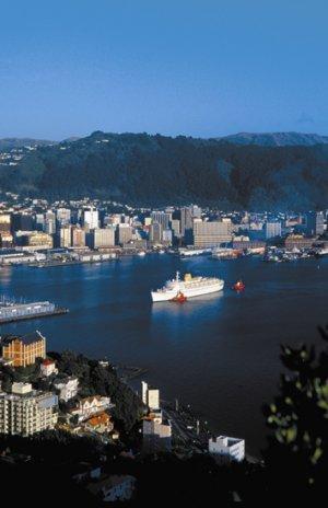 Wellington_Harbour_Ship_1